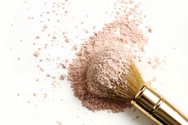 Brush with face powder