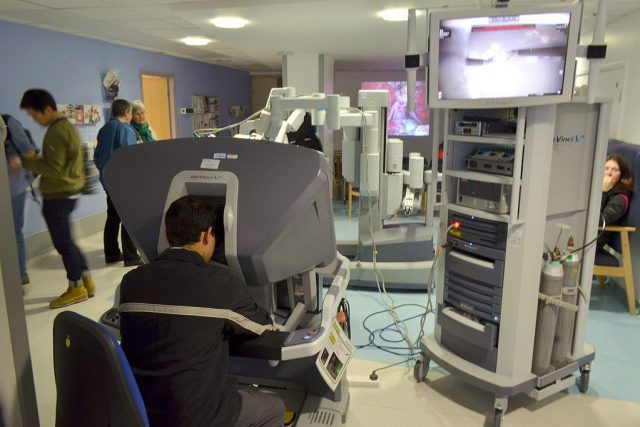 da Vinci operating station