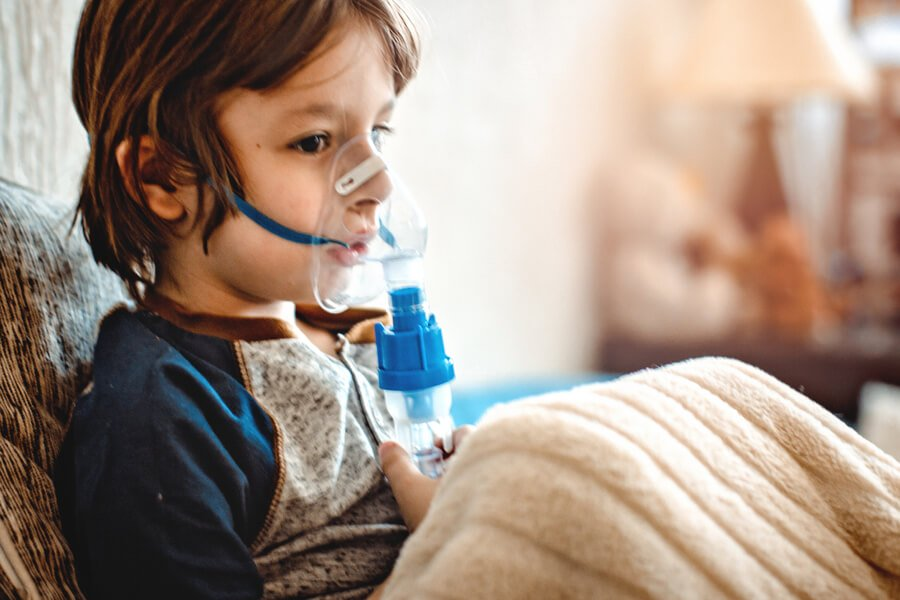 Child using an asthma machine