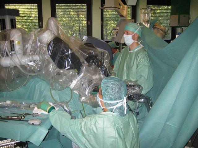 da Vinci surgeon