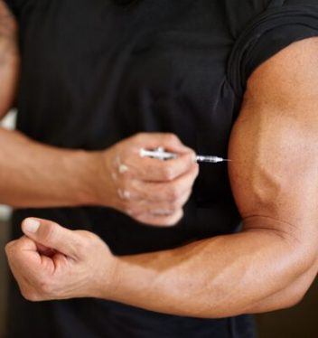 man injecting testosterone into his arm