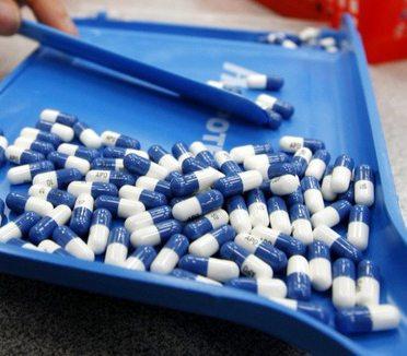 sorting white and blue Pradaxa pills